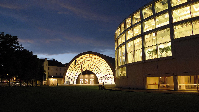 Kongress- und Eventzentrum Stadthalle Bielefeld mit Ausstellungshalle © Mike Rehm